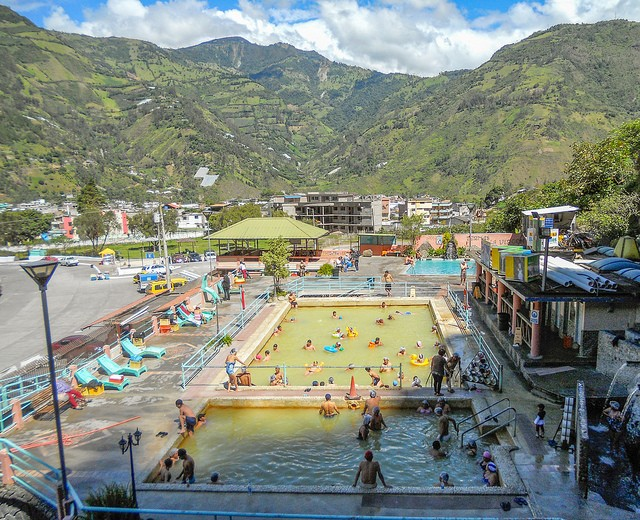 """Baᅢᄆos, Ecuador: A Thriving Tourist Town With Hot Springs and """"Miracle"""" Cures"""