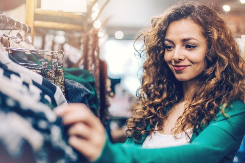 7 Discount Shopping Hacks To Save Hundreds of Dollars This Christmas
