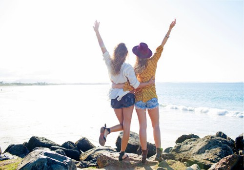 10 Scientifically-Backed Ways To Be A Good Friend | HuffPost Life