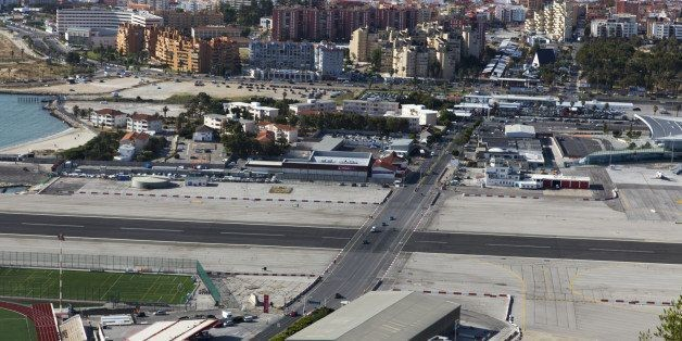 The World's 5 Craziest Airport Runways | HuffPost Life