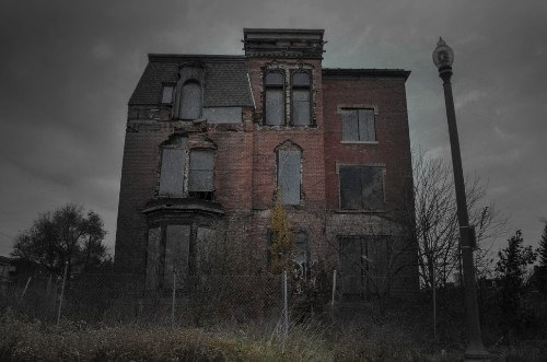 13 Spooky-Looking Houses That Have Inspired Ghost Stories (UPDATE)