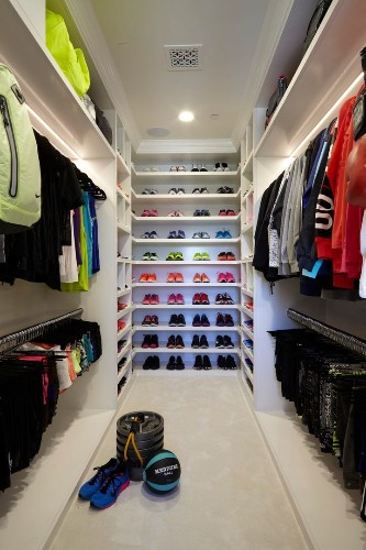 Khloe Kardashian Has A Closet Devoted To Workout Clothes, And It's Stunning | HuffPost Life
