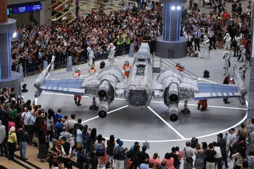 Star Wars Plane Lands At Singapore Airport | HuffPost Life