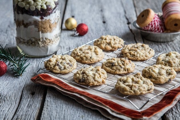 Homemade Holiday: Cranberry White Chocolate Chip Cookies in a Jar