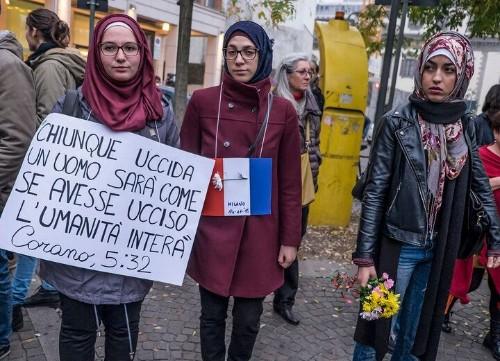 Thousands Use #MuslimsAreNotTerrorist To Combat Islamophobia