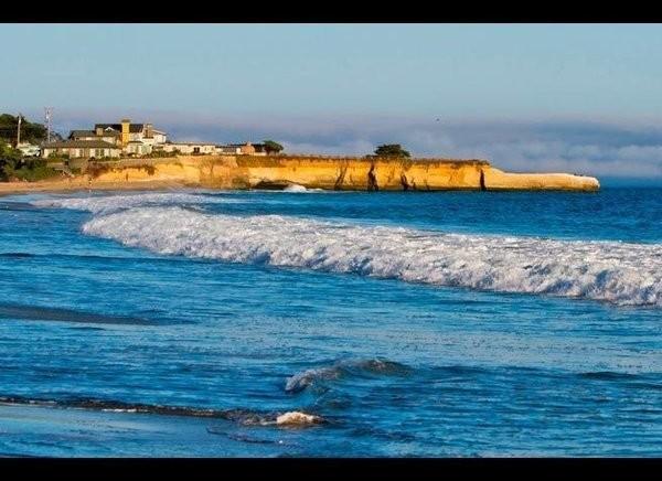 10 Best Surfing Spots in the U.S.