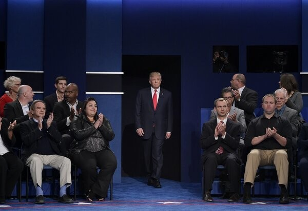 Donald Trump Fell In Love With His Debate Chair Right Before Our Eyes