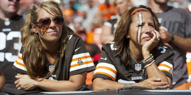 Browns Fans Hold Banner Upside Down During Game Against Steelers (PHOTO)