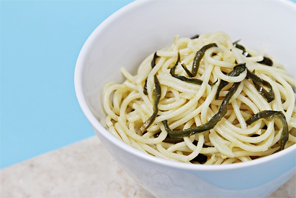 Spaghetti With Olive Oil, Garlic and Pan-Fried Jalapeᅢᄆos