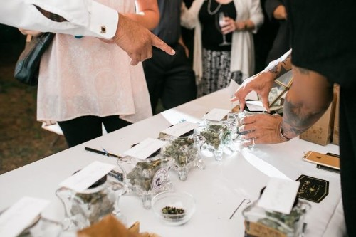 Oregon Wedding Featuring Weed Bar Was A Huge 'Hit' With Guests | HuffPost Life