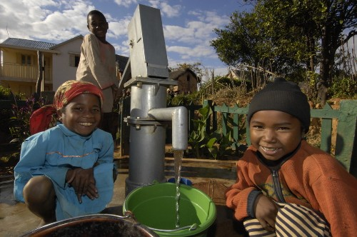 5 Reasons Why the Water for the World Act Is Worth Its Weight in Gold