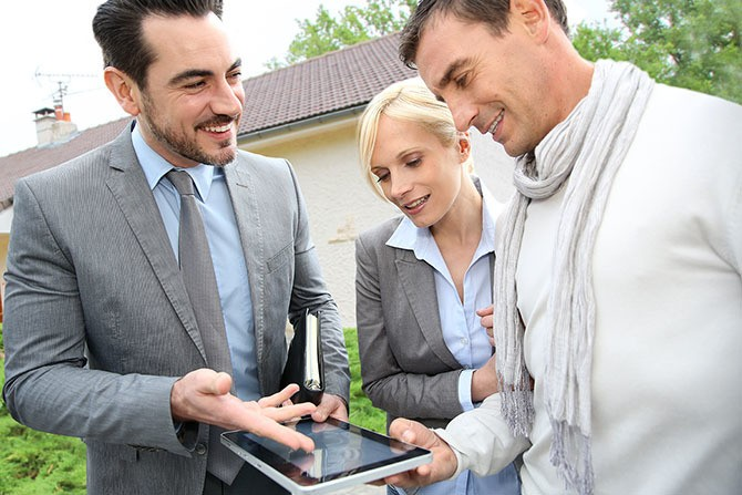 How to Vet a Real Estate Agent: 10 Questions to Ask Before Hiring