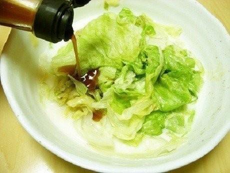 レンジであっという間!「蒸しレタス」が1玉ペロリの美味しさだ!