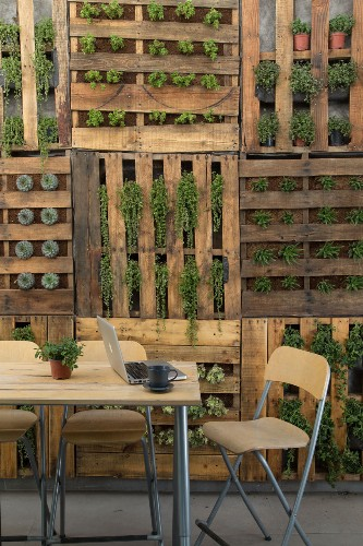Best Shipping Pallet DIY Ideas on the Web