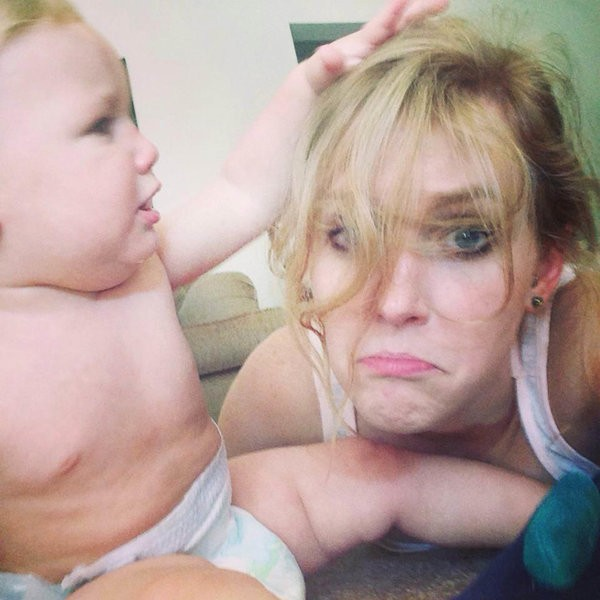 25 Honest Selfies That Sum Up What It's Like To Be A Mom