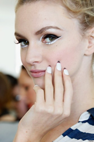 Kate Spade, Cushnie et Ochs And More Make A Strong Case For White Press-On Nails (PHOTOS)