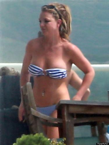 Britney Spears Bikini: Singer's Body Looks Unbelievable In Tiny Two-Piece (PHOTOS)