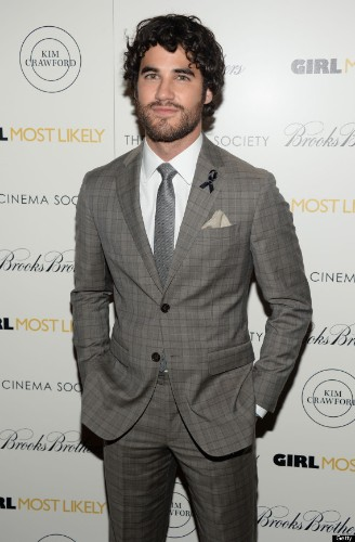 Darren Criss Honors Cory Monteith By Wearing A Black Ribbon At 'Girl Most Likely' Screening (PHOTO)