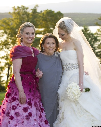 Hillary Clinton To Honor Oscar De La Renta's Designs (PHOTO)