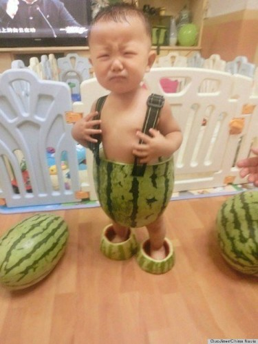 Baby In Watermelon Shorts Makes Our Heart Melt (PHOTOS)