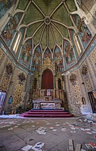Abandoned Churches Are Eerily Beautiful (PHOTOS)