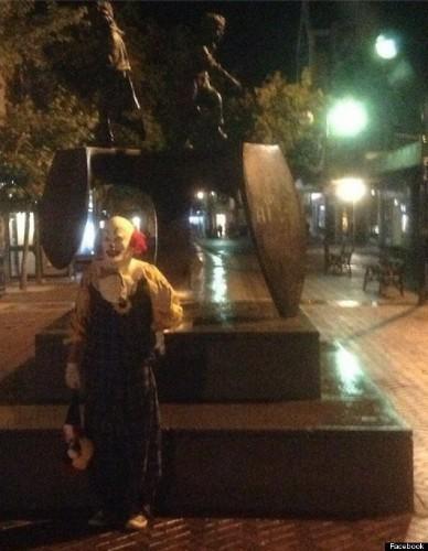 Northampton Clown Terrorizes English Town Just By Standing Around (PHOTOS)