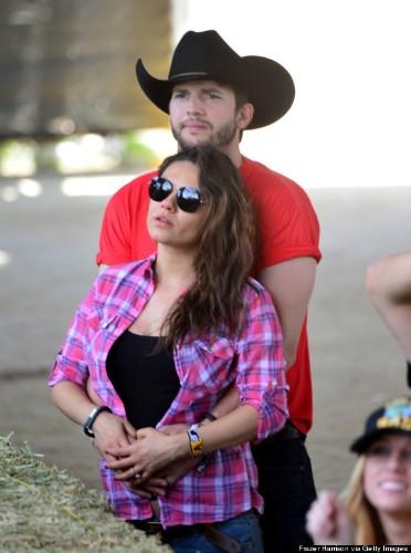 Ashton Kutcher & Mila Kunis Get Lovey Dovey At Stagecoach Music Festival