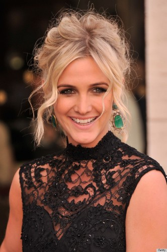 Ashlee Simpson's Backless Dress Brings Her To The Front Of The Ballet Pack (PHOTOS)