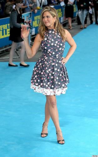 Jennifer Aniston Has An Awkward '80s Vibe Going On (PHOTOS)