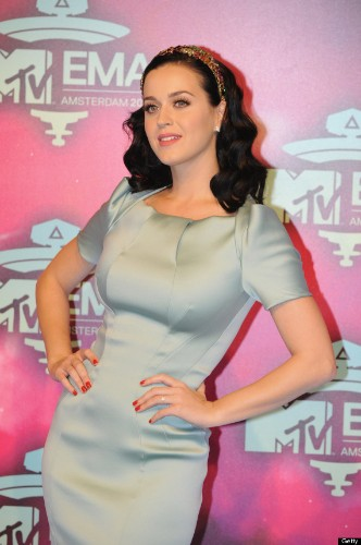 Katy Perry Sparks Engagement Rumors After Wearing Diamond Ring To The MTV EMAs