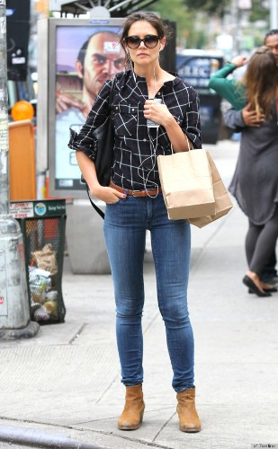 Jennifer Aniston, Katie Holmes Wear The Same Shirt (And We Kind Of Want One, Too)