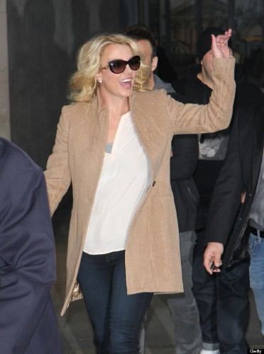 Britney Spears Waves Like A Queen In London, Makes Case For Britney-Ruled American Monarchy