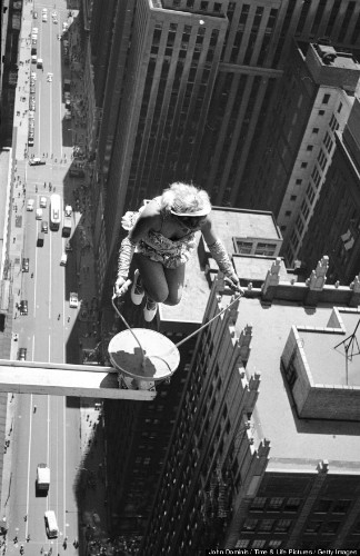 Jump Rope Photo: Daredevil Sky Dancer Performs Death-Defying Trick Atop Chicago Skyscraper