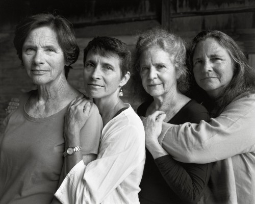 Every Year For 40 Years, These Sisters Gathered Together For A Photo