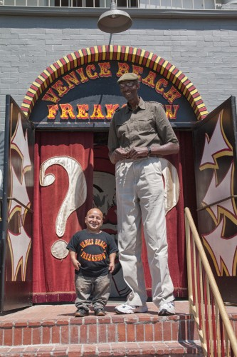 George Bell, Tallest American, Meets Gabriel Pimentel, The Smallest At Venice Beach Freakshow (PHOTO)