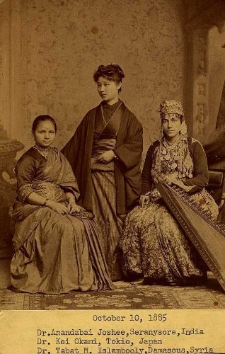 Meet The Three Female Medical Students Who Destroyed Gender Norms A Century Ago