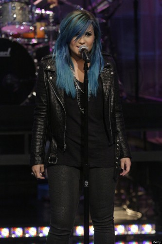 Demi Lovato Debuts Blue Hair On 'Tonight Show With Jay Leno'