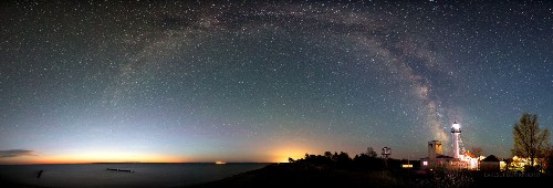 These Jaw-Dropping Photos Of The Great Lakes Night Sky Seem Too Beautiful To Be Real