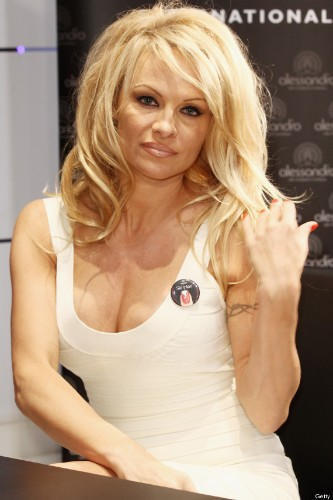 Pamela Anderson Cuts Her Long Hair Into Platinum Pixie 'Do