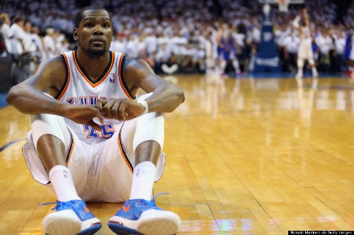 Kevin Durant Couldn't Look During Russell Westbrook's Free Throws (PHOTO)