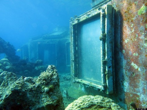 Underwater Strip Club Provides Unbelievable Glimpse Into The Past (PHOTOS)