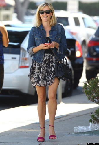 Kate Hudson Dons Belly Shirt And Shorts For Lunch With Reese Witherspoon
