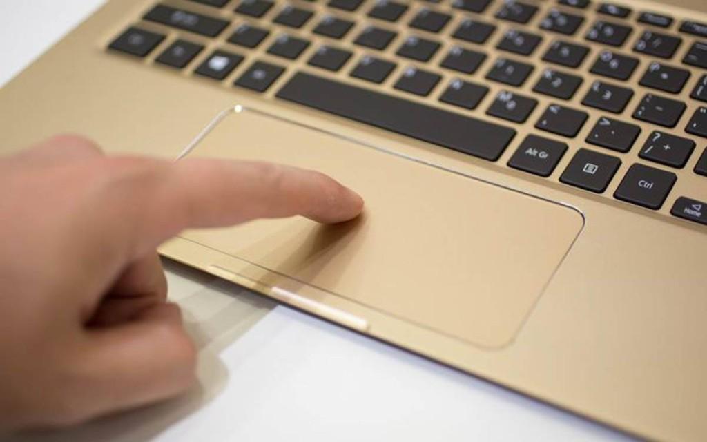 """不到一厘米,这款笔记本号称""""业界最薄"""""""