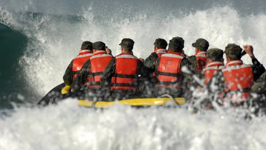 Navy SEALs Use These 4 Psychology Tricks to Succeed Under Extreme Pressure