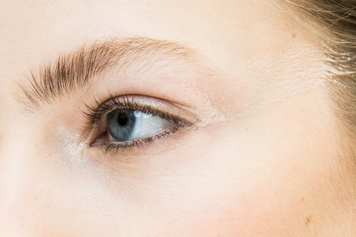 """One Woman Says She Suffered a """"Life-Threatening"""" Infection After Microblading Treatment"""