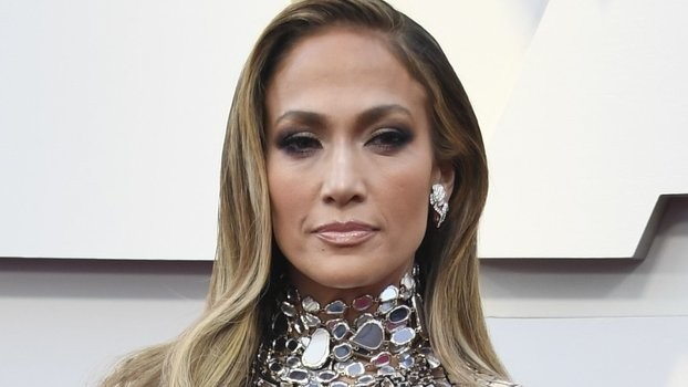 Jennifer Lopez Is a Real-Life Disco Ball at the Oscars