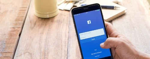 How to Enjoy Facebook on Your iPhone, Problem Free
