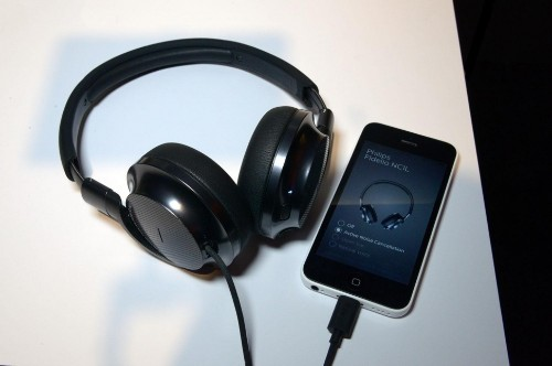 CES 2015: Noise-Canceling Headphones Powered by Lightning Port