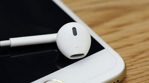 How to Use Your Apple EarPods to Do a Lot More Than Turn the Volume up or Down