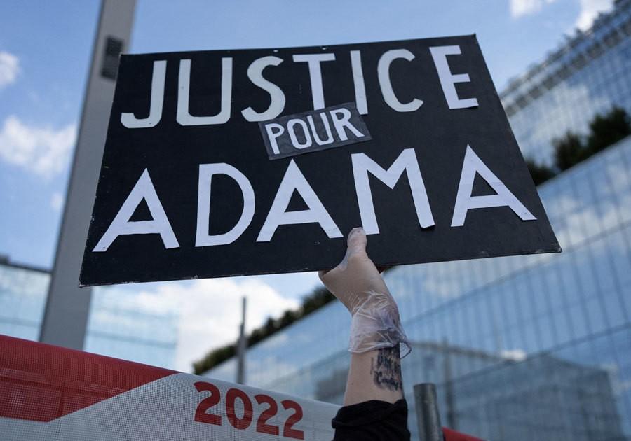 Justice pour Adama : 20 000 personnes mobilisées avec Assa Traoré contre les violences policières - Elle